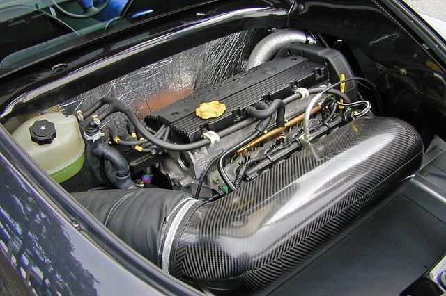 画像: ローバー製の1.8L 直4DOHCを横置きミッドシップ搭載。ノーマルのエリーゼのものよりパワーアップされている。
