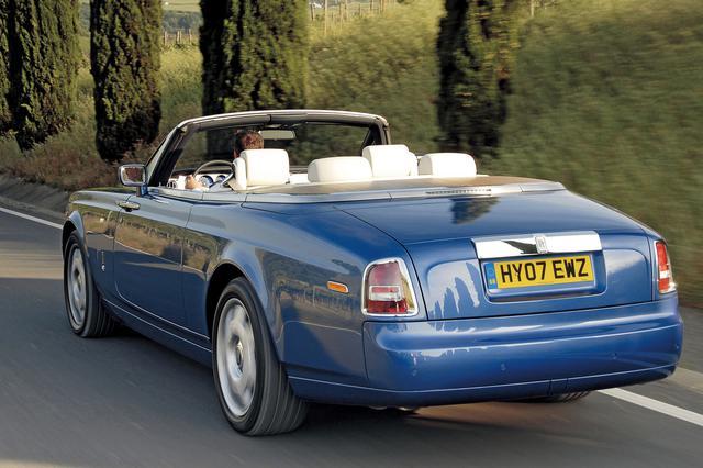 画像: 「ドロップヘッドクーペ」とは馬車の時代から使われる英国由来の言葉。「贅沢」であるということでこのクルマの右に出るものないだろう。