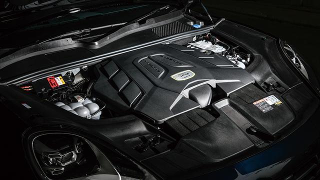 画像: E-ハイブリッド搭載の3L V6DOHCターボ。最高出力340ps、最大トルク450Nm。