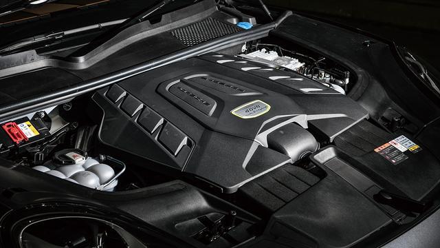 画像: ターボS E-ハイブリッド搭載の4L V8DOHCツインターボ。最高出力550ps、最大トルク770Nm。