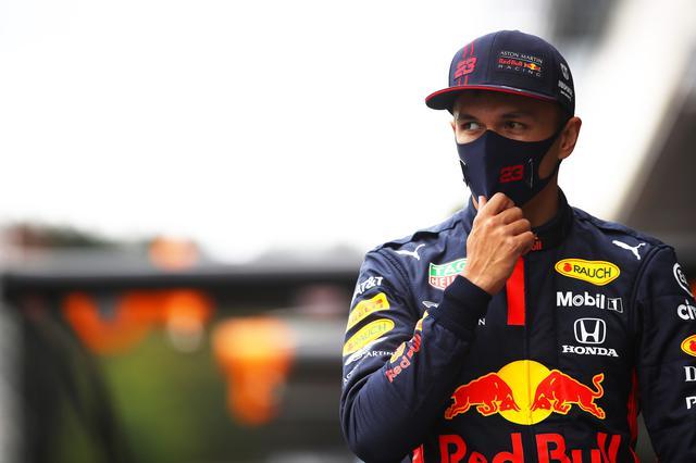 画像: アレクサンダー・アルボン(レッドブル・ホンダ)。前戦ベルギーGP予選5位、決勝6位。「予選モードに関する制約がモンツァから入るので、そのことがどう影響するかをみてみたいと思います。ここではストレートが占める割合が多いのでメルセデスが速いと思いますし、簡単な週末になるとは思っていません」