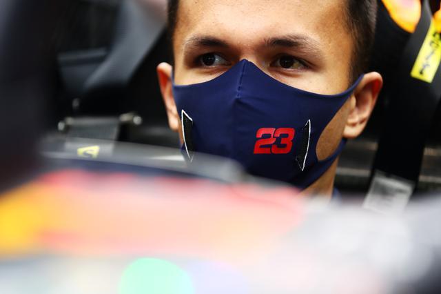 画像: アレクサンダー・アルボン(レッドブル・ホンダ)はQ1から最終コーナーのパラボリカに苦戦。トラックリミットを超えてラップが取り消されて、タイムを出せなかった。