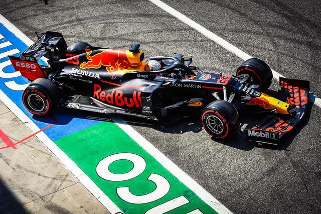 画像: マックス・フェルスタッペン(レッドブル・ホンダ)はマシンのセッティングに苦しみながらも3位のカルロス・サインツ(マクラーレン・ルノー)から0.100秒差の5番手タイムをマーク。