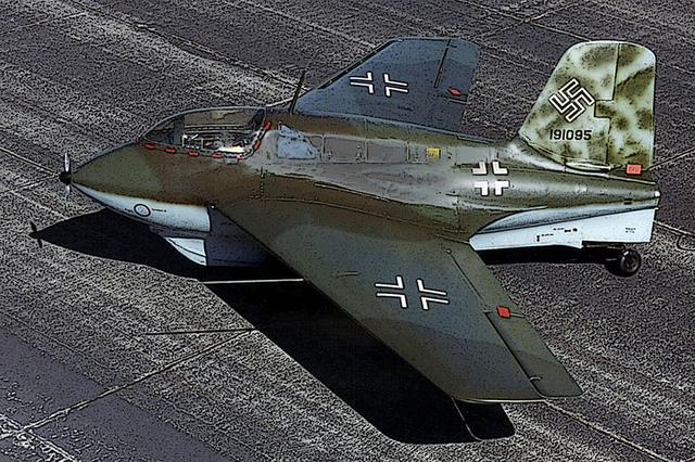 画像: ご本家、メッサーシュミットMe163B。ロケットエンジンだけでもスゴイのに、無尾翼のデルタ翼機でもある。