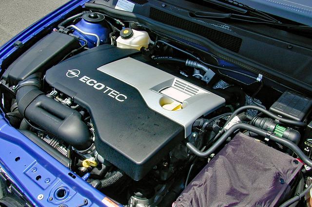 画像: ヨーロッパ仕様には1.8Lと2L+ターボもあるが、日本仕様は2.2Lを搭載。フラットトルクで吹けの良いユニットだ。