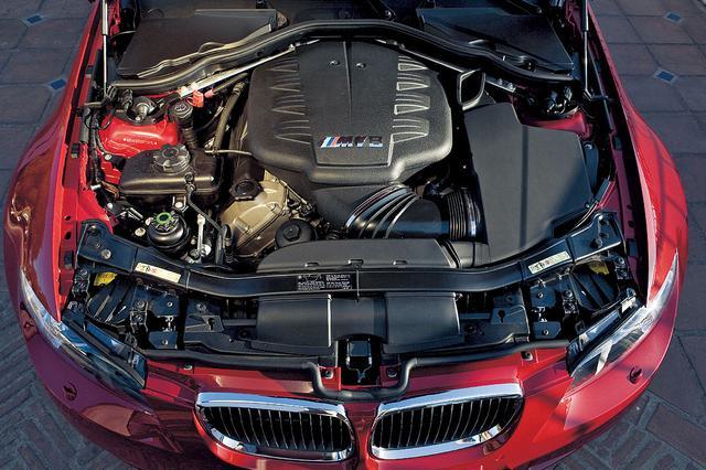 画像: M3として初めてのV型8気筒エンジンとなるが、自然吸気、高回転コンセプト、ライトウエイト、リアホイールドライブといった特徴は受け継がれている。