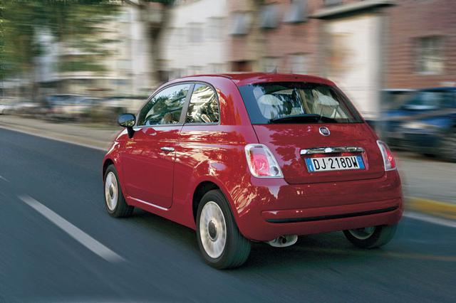 画像: 小さいながらボリューム感のあるスタイリング。トリノの街にはこういう愛嬌のあるコンパクトカーがよく似合う。