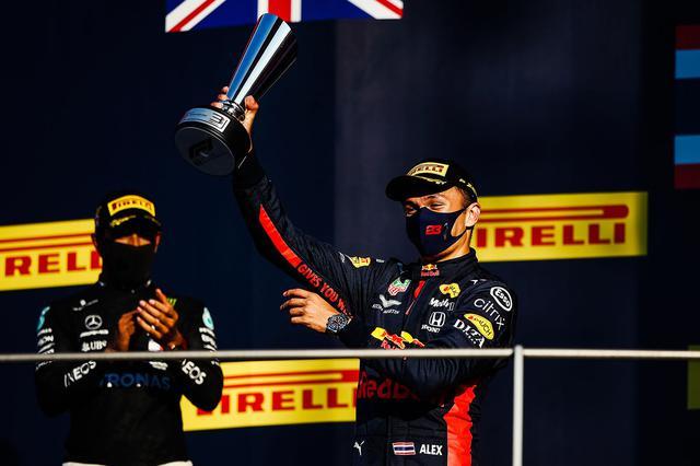 画像: 自身初の表彰台を獲得したレッドブル・ホンダのアレキサンダー・アルボン。