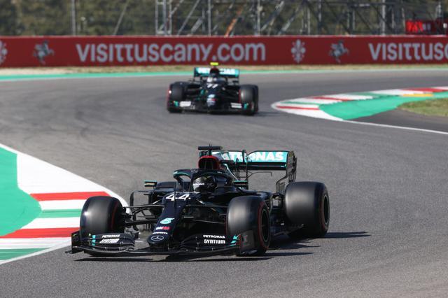 画像: トスカーナGP予選でポールポジションを獲得したメルセデスAMGのルイス・ハミルトン。2番手にもバルテリ・ボッタスが入り、メルセデスAMGがフロントロウを独占。
