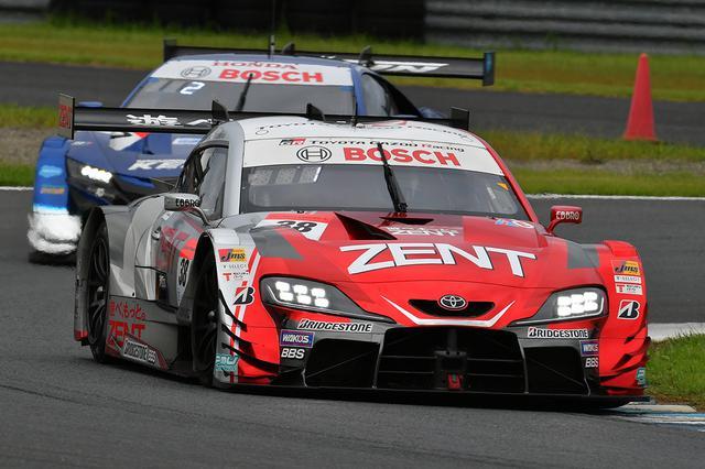 画像: レース序盤は38号車スープラと17号車NSXのドッグファイト。
