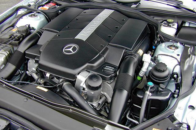 画像: 日本仕様のエンジンは今のところ5L V8のみ。スペック的には十分だが、いずれは3.2L V6や6L V12も搭載されるだろう。
