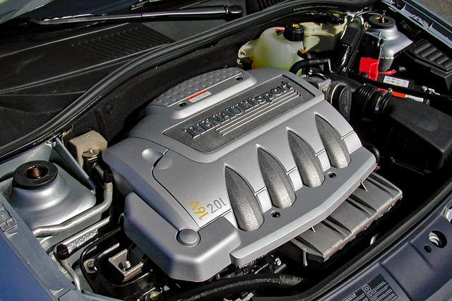 画像: 可変吸気システムとマルチポイントインジェクションを組み合わせた2Lの直4 DOHCは高回転まで一気に吹け上がる。