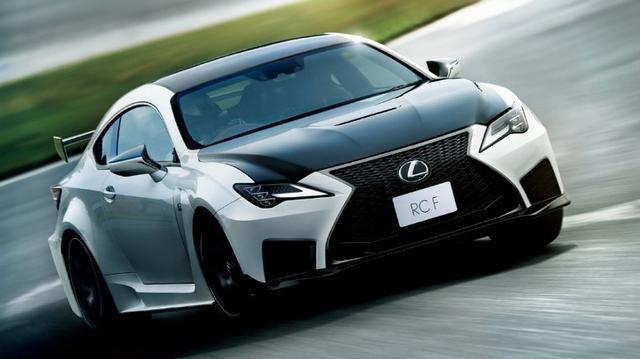 画像: RC Fの一部改良は車内での快適性の充実に主眼が置かれた。