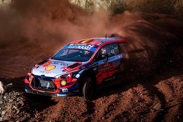 画像: 土曜日にトップに立ったティエリー・ヌーヴィル(ヒュンダイ i20クーペ WRC)。
