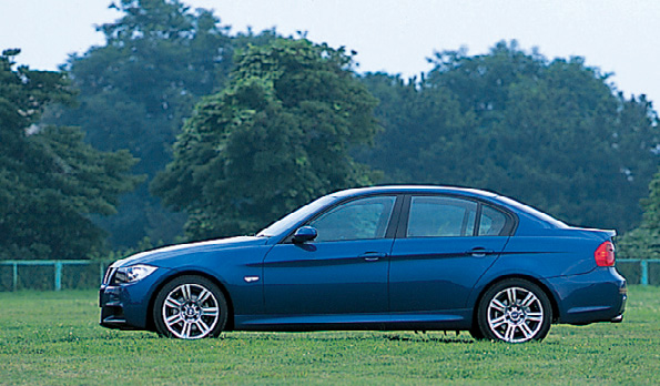 Images : 7番目の画像 - BMW 325iと320i - LAWRENCE - Motorcycle x Cars + α = Your Life.