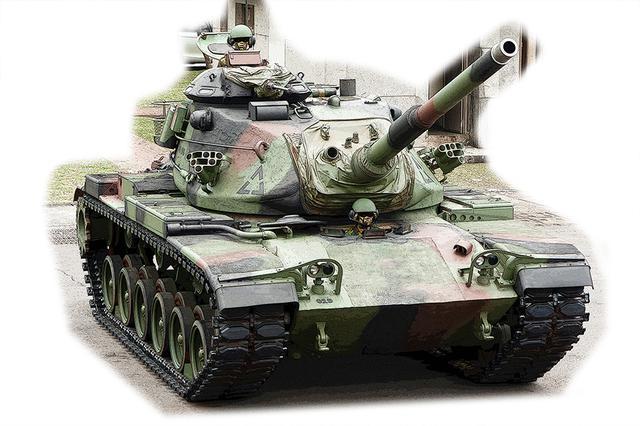 画像: M1の先代、M60パットン。元々はWW2のM26パーシングを改装したM46に始まり、47、48とバージョンアップを繰り返し、謎の脅威とされたソ連のTシリーズに対抗した。M60前期まで、エンジンはガソリン。