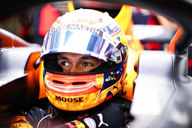 画像: Q3でタイムが伸びず予選10番手となったアレクサンダー・アルボン(レッドブル・ホンダ)。抜きにくいコースをどう攻略するか、初表彰台直後のレースに注目したい。