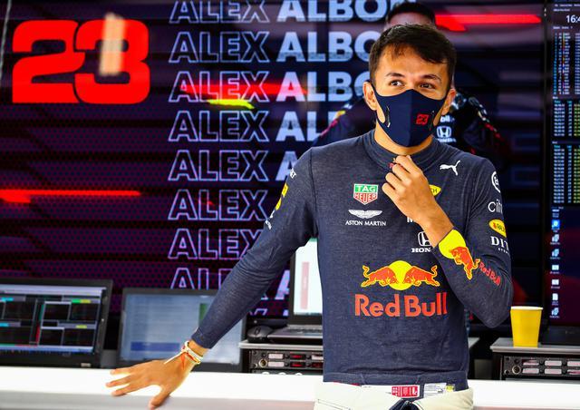 画像: ギアボックス交換のため15番手スタートとなったアレクサンダー・アルボン(レッドブル・ホンダ)だが、終盤ミディアムタイヤに交換してからの走りは素晴らしく、10位にくい込んだ。