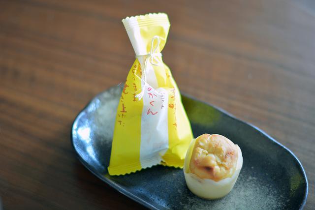 画像: 「川越菓匠 くらづくり本舗」の人気のお菓子、「べにあかくん」(1個180円)。