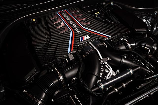 画像: M5コンペティションに搭載される4.4L V8ツインターボエンジン。最高出力はM5の600psに対して625psまで高められる。