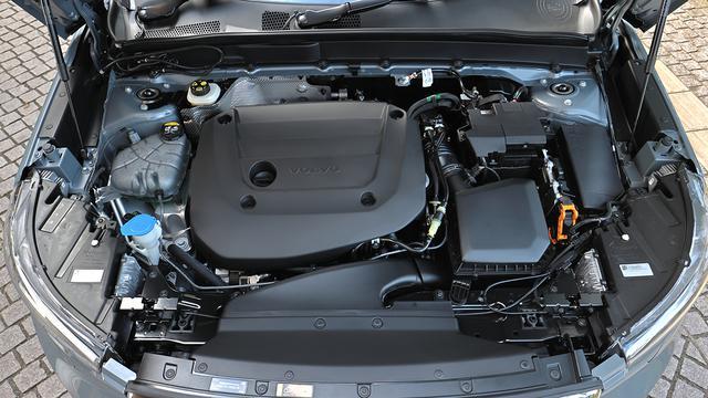 画像: 最高出力197psを発生する直4 2Lターボエンジンにモーターを組み合わせる48Vハイブリッドシステムを採用している。