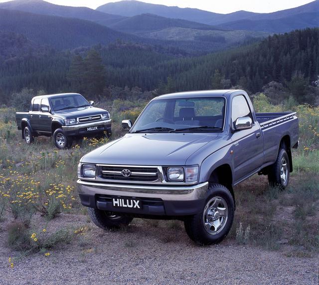 画像: 1988年登場の5代目は乗用車テイストのインテリアを採用し、高級グレードを設定した。