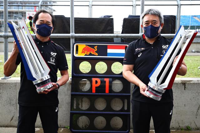 画像: 2020年F1第5戦70周年記念GPではレッドブル・ホンダのマックス・フェルスタッペンが優勝。田辺豊治F1テクニカルディレクター(左)と山本雅史F1マネージングディレクター。