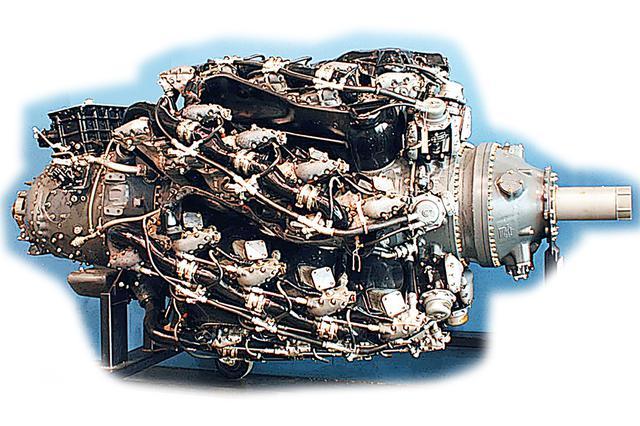 画像: 右側面から見た、P&W R-4360 ワスプメジャー。冷却を考慮した、7気筒×4列の超複雑な構成がよくわかる。