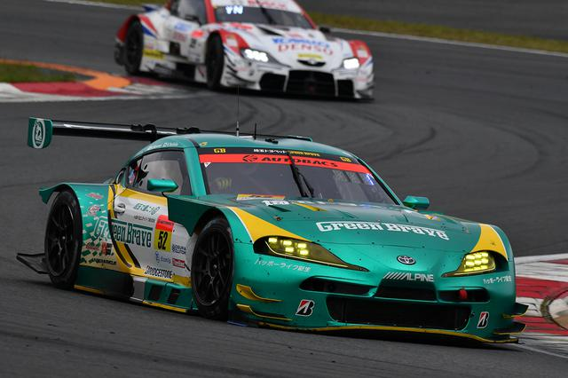 画像: タイヤ無交換作戦でトップに躍り出た52号車埼玉トヨペットGB GR Supra GT。