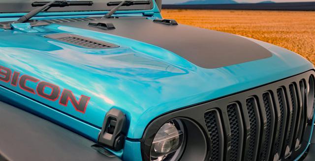 画像: フェンダーとフードにはブラックデカールが貼られる。