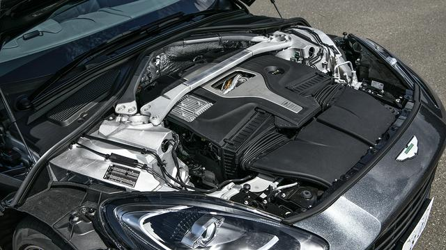 画像: メルセデスAMG製4L V8ツインターボエンジンをアストン流にチューニングする。