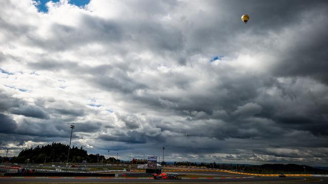 画像: 決勝レース開始前の気温は9度。天候の悪化も予想される中でレースは行われた。