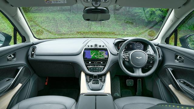 画像: 質感の高いインテリアが、ドライバーを心地よく包み込む。