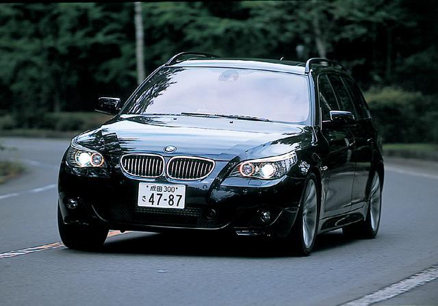 画像: BMW550iツーリング。オプションのMスポーツパッケージを装着した取材車は、その圧倒的なハイパフォーマンスと高いスポーツアピールで「これぞBMW」という価値観を提示してくれた。