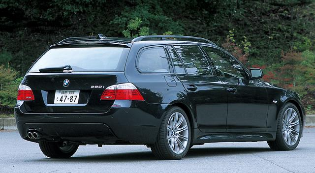 画像: BMW550iツーリング。空力性能やスタイルも重視したデザインだが後方への絞り込みは意外に小さく、ラゲッジルームを圧迫していない。