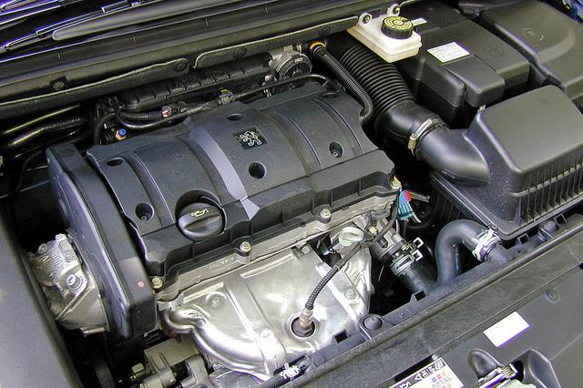 画像: 2000rpmから最大トルクの85%を発揮する1.6LのDOHCは、3000rpm以上にエンジン回転をキープすれば、けっこう元気だ。