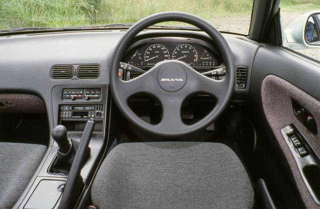 画像: シルビアのインテリア。サラウンドインテリアの採用でドライバーを包み込むようなデザインだ。
