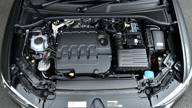 画像: 試乗したQ3/Q3スポーツバック搭載の2Lディーゼルターボエンジン。最高出力350ps、最大トルク340Nmを発生する。