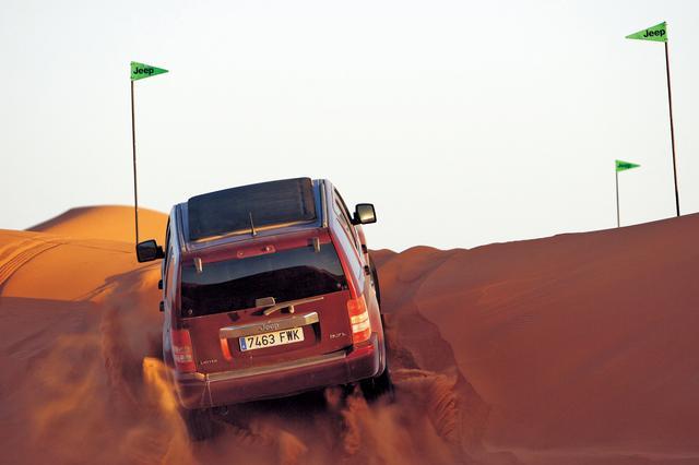 画像: モロッコで行われた国際試乗会にはパリ・ダカールラリーでも使われるという砂丘超えのコースもあった。