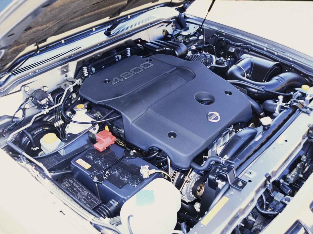 画像: 4.8L直6ガソリンエンジンの最高出力は245ps、最大トルクは400Nmを発生。