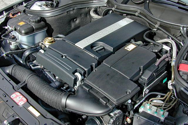 画像: アルミの部品を多く用いて軽量化され、バリアブルタイミング機構も改良された1.8Lスーパーチャージド エンジン。