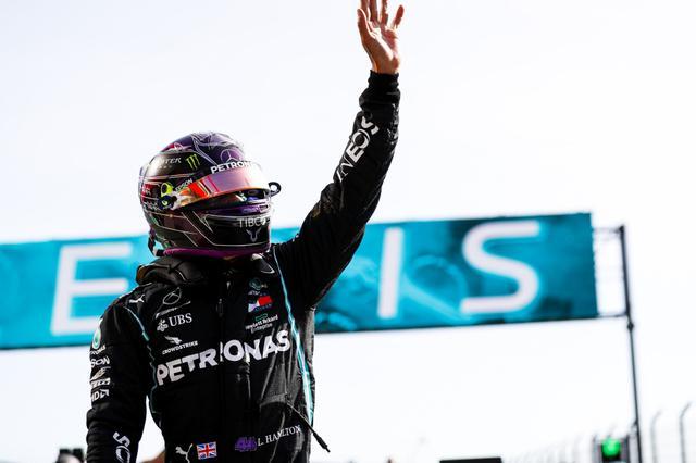 画像: 今季9回目、通算97回目のポールポジションを獲得したメルセデスAMGのルイス・ハミルトン。