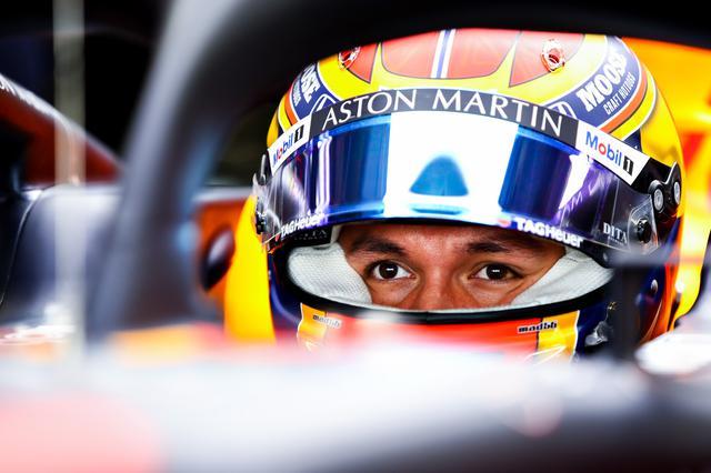 画像: 予選6番手のアレクサンダー・アルボン(レッドブル・ホンダ)。予選Q3でミディアムタイヤを装着するなど意欲的な動きを見せる。