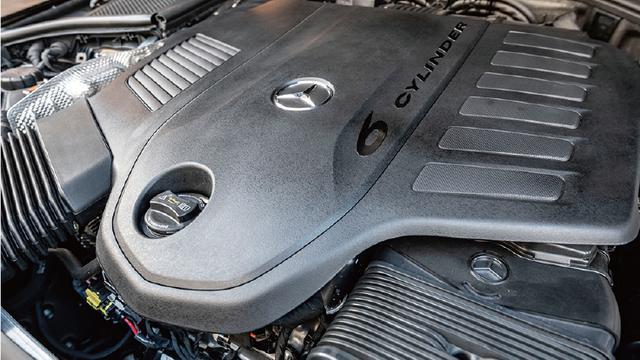 画像: まず日本に導入されるのは3L直6のEQブースト仕様。ガソリンモデルでは435psのエンジンパワーを22psでアシスト。