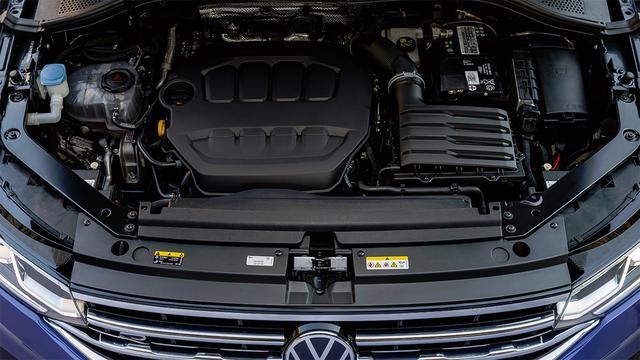 画像: 2L直4ガソリンターボエンジンは基本的にゴルフGTIと同じだが、チューニングにより65psアップの320psを発生する。