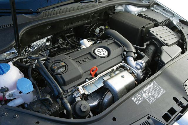 画像: 122ps仕様のTSIエンジンは、排気量は1.4LとツインチャージャーTSIエンジンと同じだが、スーパーチャージャーが省かれたシングルターボエンジンとなる。