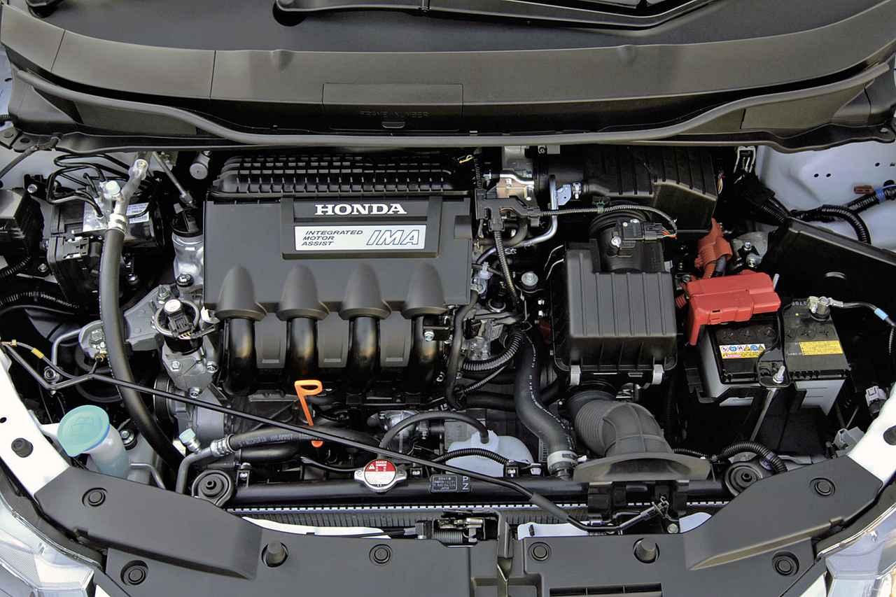画像: 1.3Lの直4 SOHCエンジンとモーターを組み合わせ、グレードによるがJC08モード燃費で24.0〜26.0km/Lを達成。