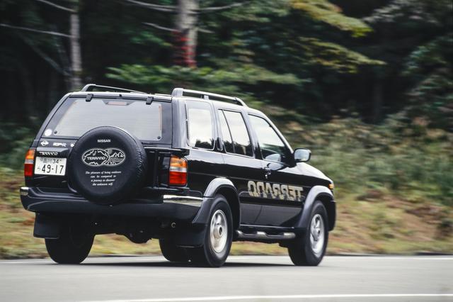 画像: 1995年、走りが楽しい「スポーツユーティリティ」をコンセプトに登場した2代目テラノ。運転席エアバッグとABSを全車に標準装備したにもかかわらず、先代モデル比で約12万円も価格を値下げした。