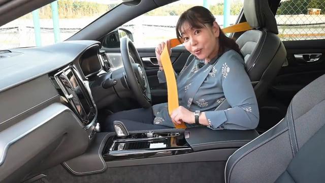 画像: ゴールドに彩られたシートベルト。特別感が漂います。