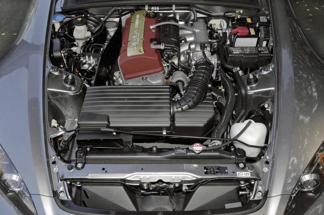 画像: 2005年のマイチェンで、中低速トルクの向上を狙って、エンジンは2.2Lに変更。最高出力は250psから242psに落ちたが扱いやすくなった。